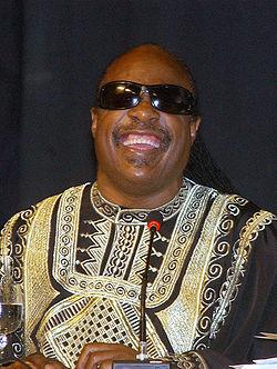 Stevie Wonder. Cantante, compositor, productor discográfico y activista comprometido. Ciego